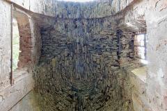 Zachovalá kamenná klenba presbytáře - Preserved stone vault of the presbytery