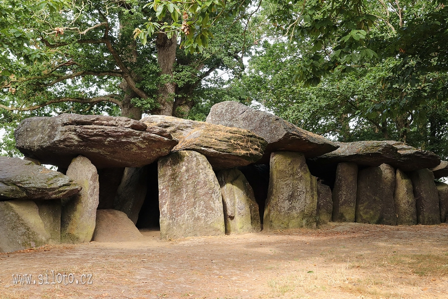 Dolmen La Roche-aux-Fées - Fairies' Rock