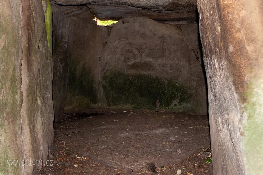 Interiér tumulu Mané Lud u Locmariaqueru