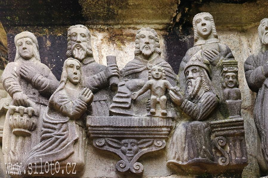 Obřízka - detail z Kalvárie v Guimiliau Enclos Paroissial