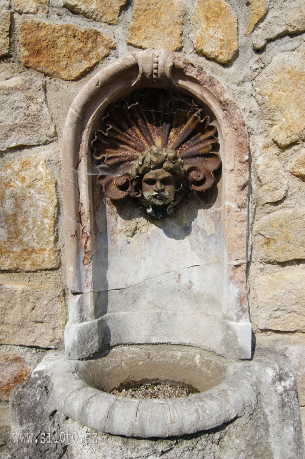 Decorative drinking fountain
