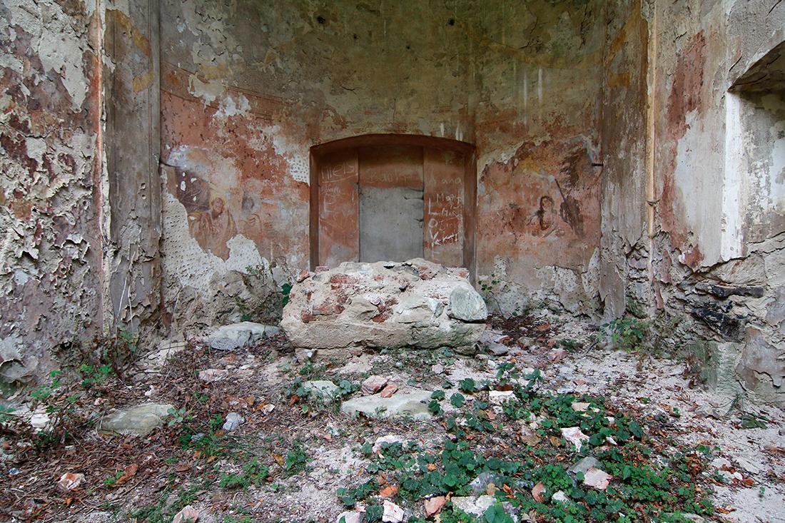 Interiér rozvalin kostela svatého Havla - Interior of ruins of the church of Saint Gall