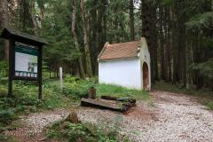 Kaple z roku 1844 na křížové cestě