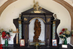 Interiér kaple z roku 1844 na křížové cestě