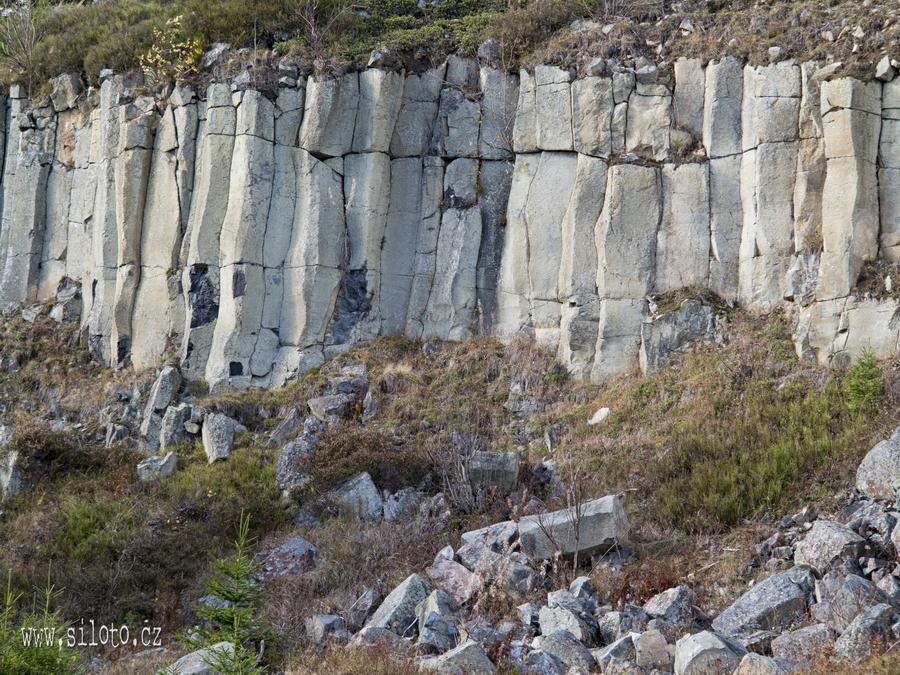 Čedičový lom v přírodní rezervaci Ryžovna