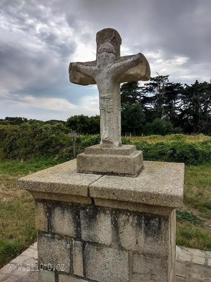 Kalvárie - kříž u kostele svaté Barbary