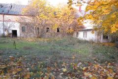 Ruiny hospodářských budov