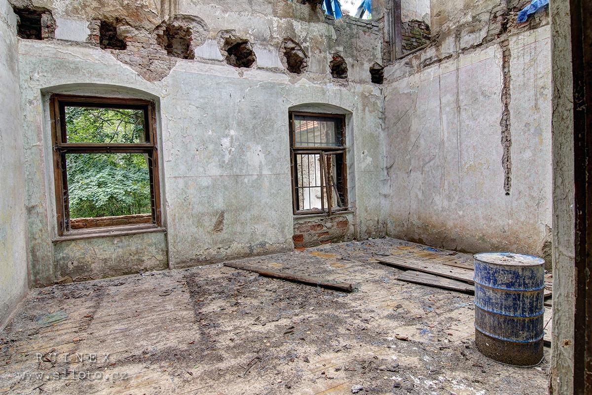 Zámek v Chotýšanech