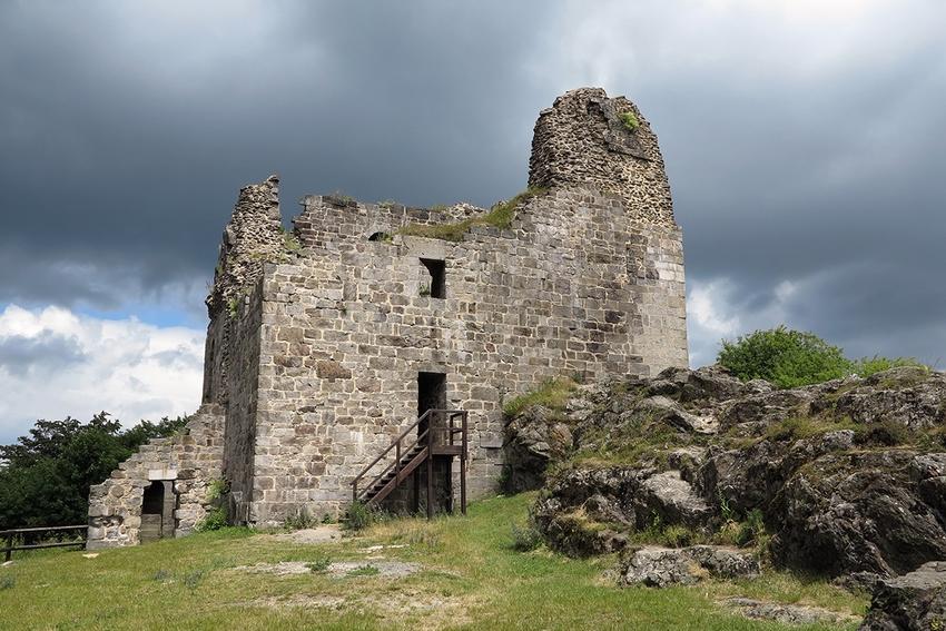 Zřícenina hradu Přimda – Ruins of Primda castle