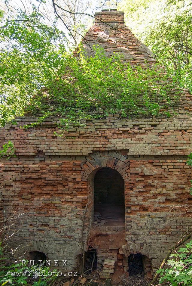 Stará cihlářská pec – Old Brick Kiln