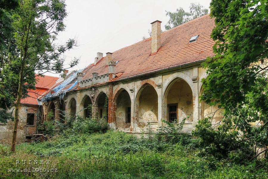 Chotýšany Castle