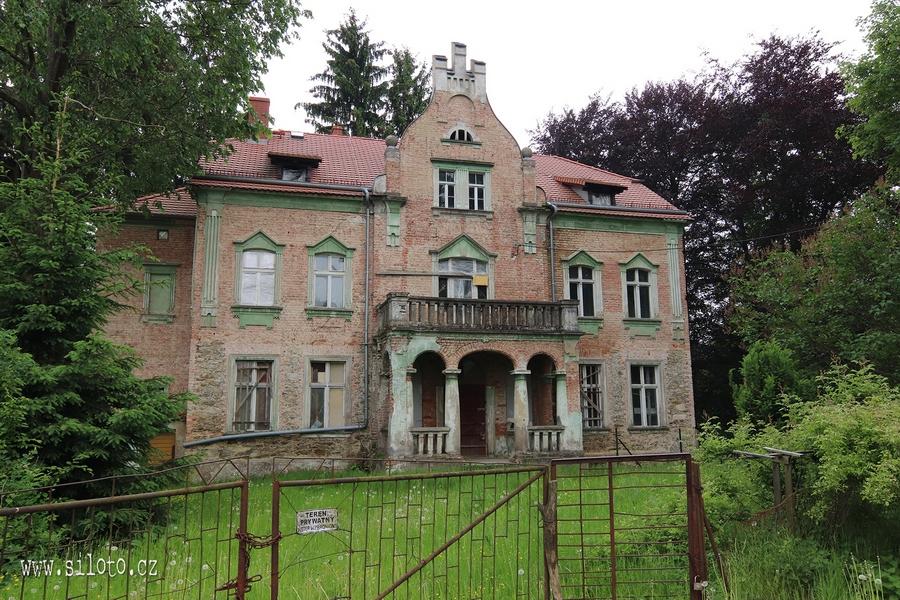 Opuštěný zámek [lang=EN]Abandoned Chateau[/lang]