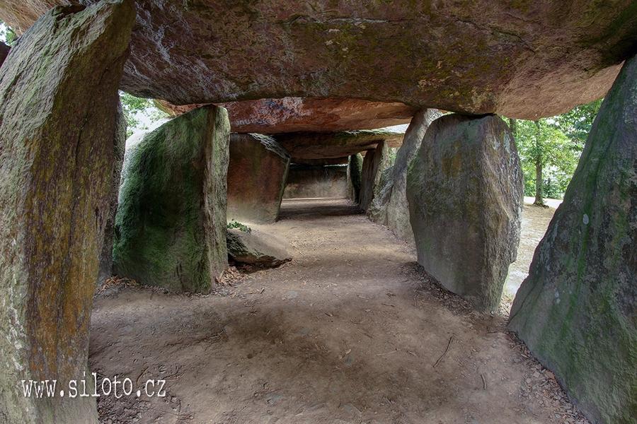 Dolmen La Roche-aux-Fées – Fairies' Rock