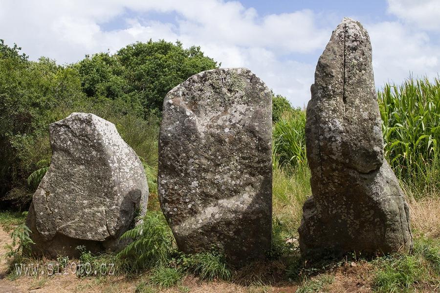 Bretaň – menhiry a dolmeny u Erdevenu