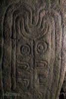 Obrazce vyryté na kamenech v dolmenu Pierre Plates