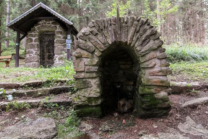 Kaple a studánka panny Marie Lurdské u Cetvin